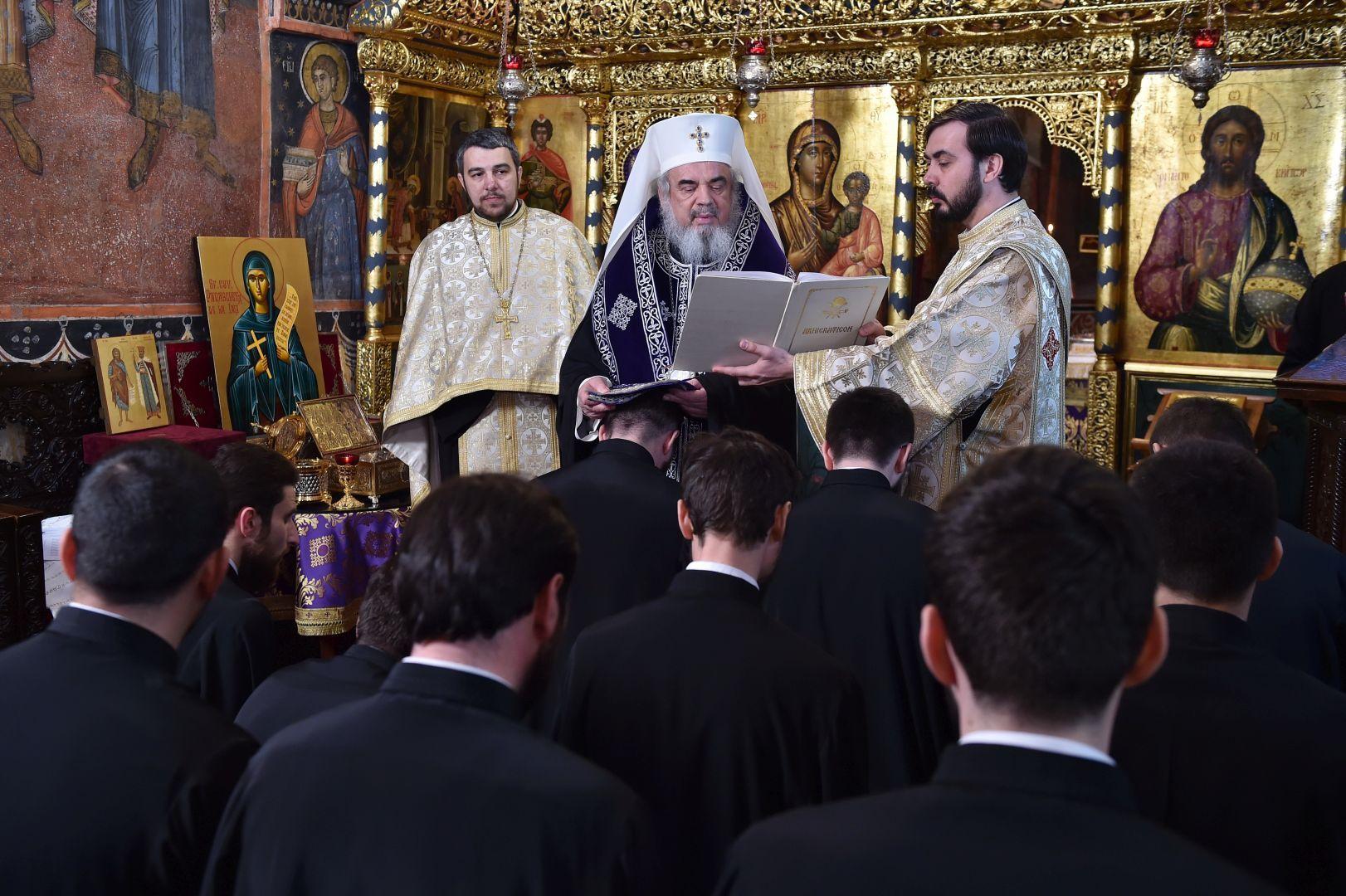 Patriarhul-Daniel-către-noiii-duhovnici-Spovedania-este-medicină-duhovnicească-3