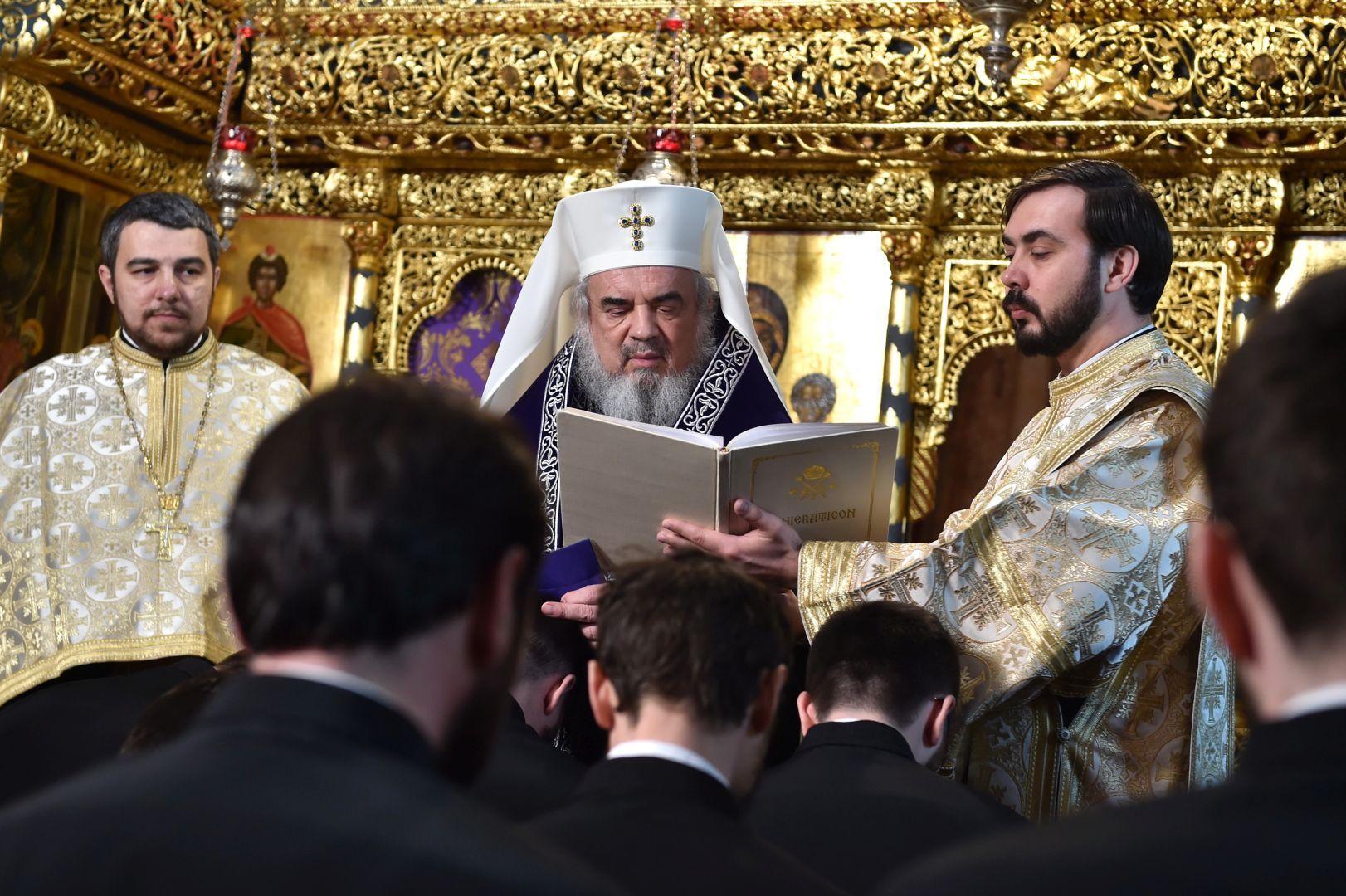 Patriarhul-Daniel-către-noiii-duhovnici-Spovedania-este-medicină-duhovnicească