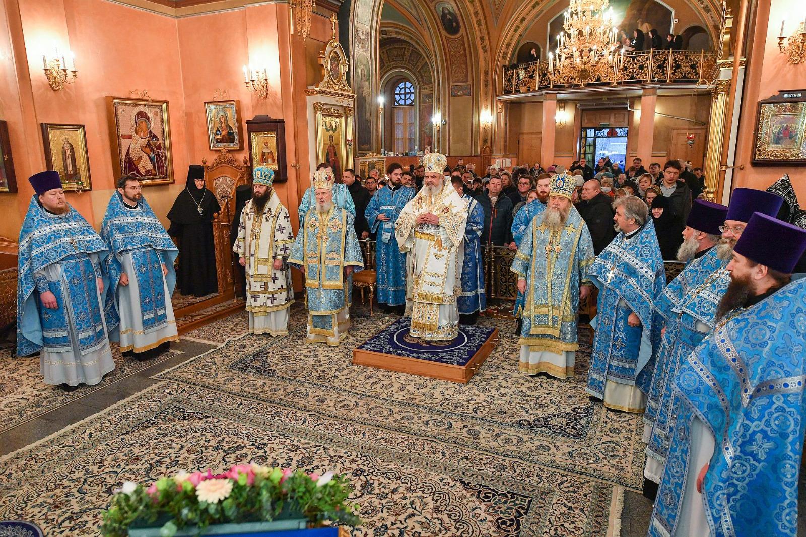 1Slujire-la-Mănăstirea-Adormirea-Maicii-Domnului-din-Rusia-6
