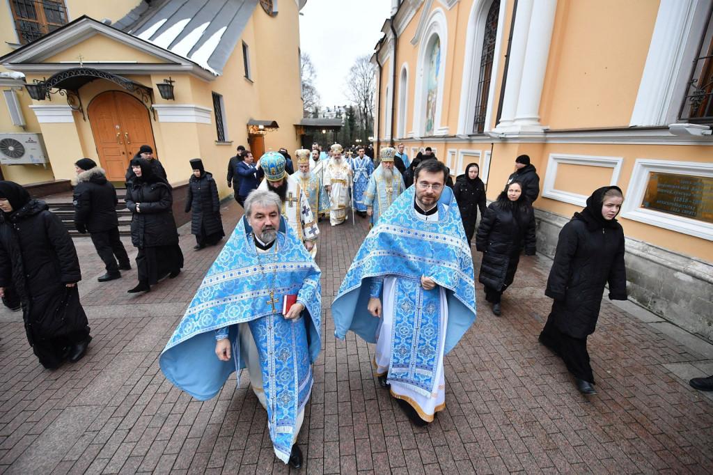 3Slujire-la-Mănăstirea-Adormirea-Maicii-Domnului-din-Rusia-5
