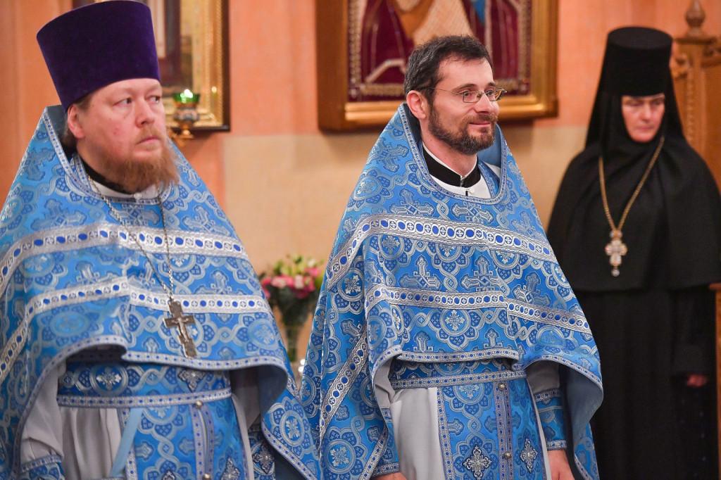 5Slujire-la-Mănăstirea-Adormirea-Maicii-Domnului-din-Rusia-1