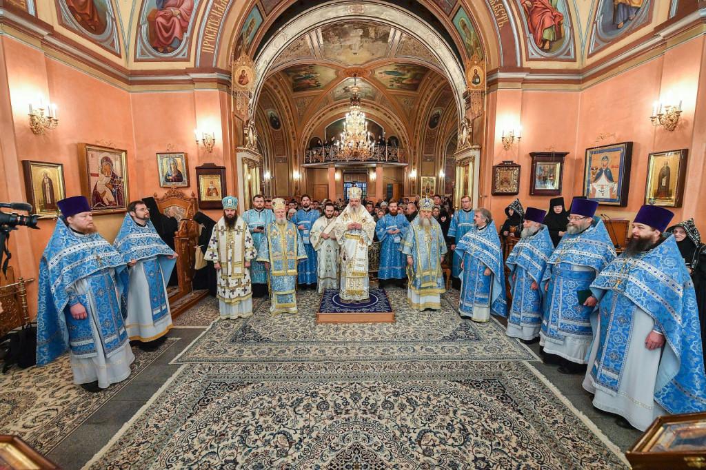 6Slujire-la-Mănăstirea-Adormirea-Maicii-Domnului-din-Rusia-2