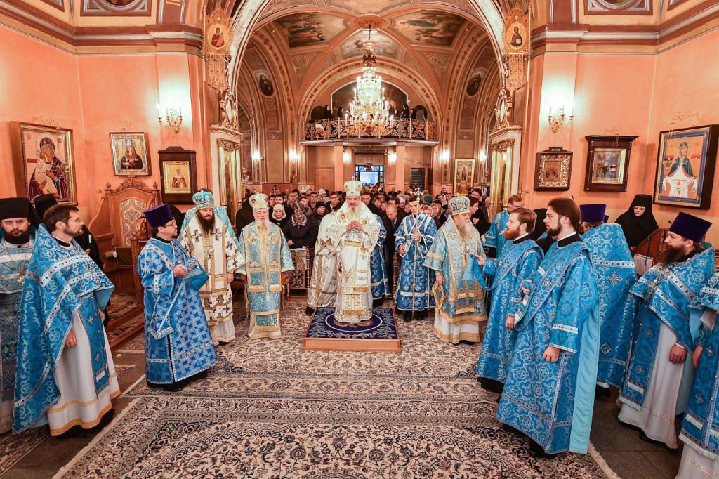 8Slujire-la-Mănăstirea-Adormirea-Maicii-Domnului-din-Rusia